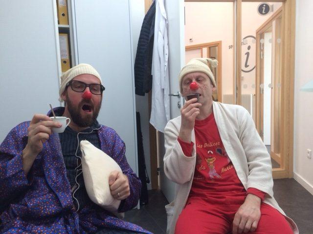 Clowns au café