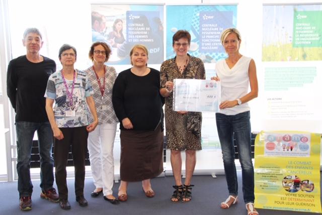 Photo de la remise de chèque à la centrale de fessenheim